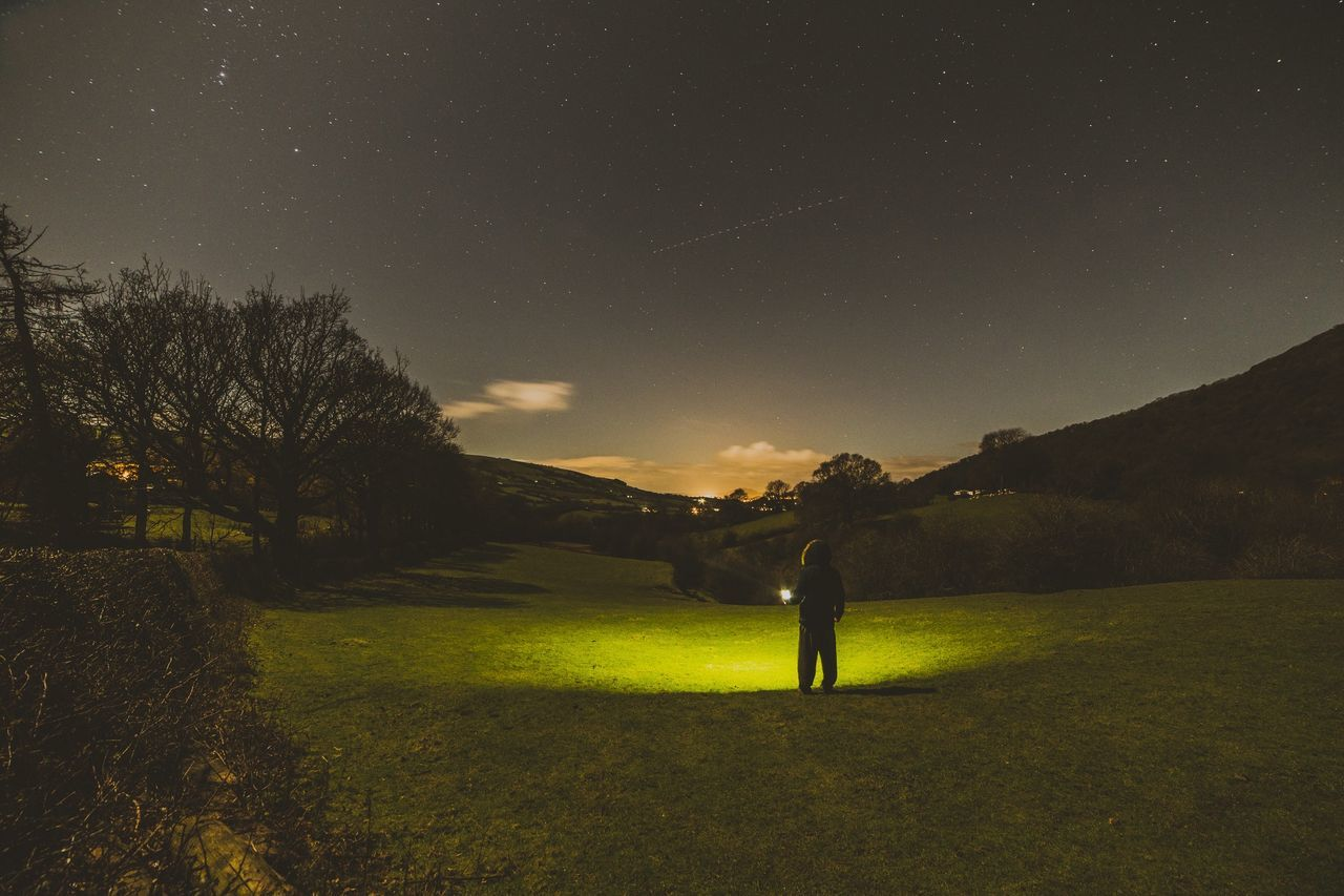 Took this tonight. Fair to say it's FREEEZING! Baggy trackies sort of weather. Canon 6D with Samyang 14mm f2.8 lens. Learn & Shoot: After Dark Astrophotography EyeEm Best Shots For My Friends That Connect Eye4photography  Canon Popular Photos Stars Sky That's Me Wales