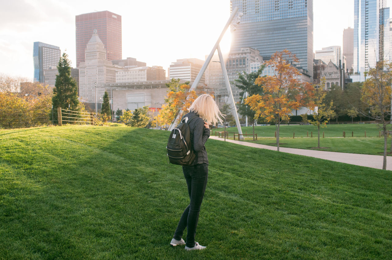 Beautiful stock photos of chicago, 25-29 Years, Architecture, Backpack, Building