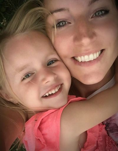 to enjoy the day 😊 Check This Out That's Me Selfie ✌ Motheranddaughter MyLove❤ Sweetdaughter Cheese! Relaxing Enjoying Life Relaxing Thatsmylife First Eyeem Photo Girls Hanging Out Happy