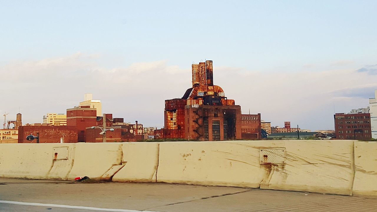 Philadelphia Phillyphotographer Cityofbrotherlylove Lovemycity Walkwithme Takingpictureswhiledriving Streetsofphilly Samsungphotography Galaxys6edge S6edge Architecture Cityscape Concretejungle Warehouse