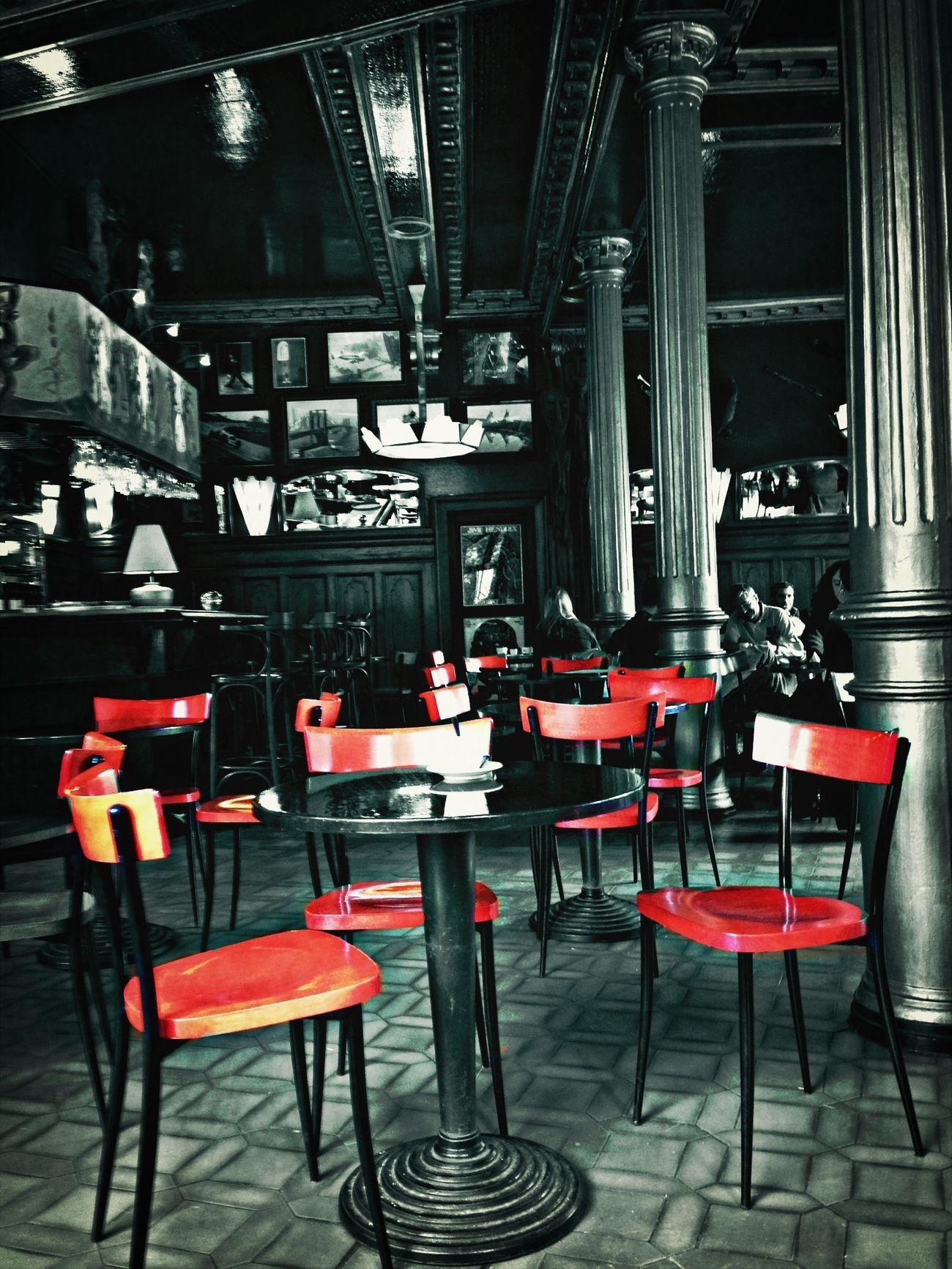 """""""on laisse tous un jour un peu de notre vie sur une table dans le fond d'un café ..."""" Blackandwhite Colorsplash Bnw"""