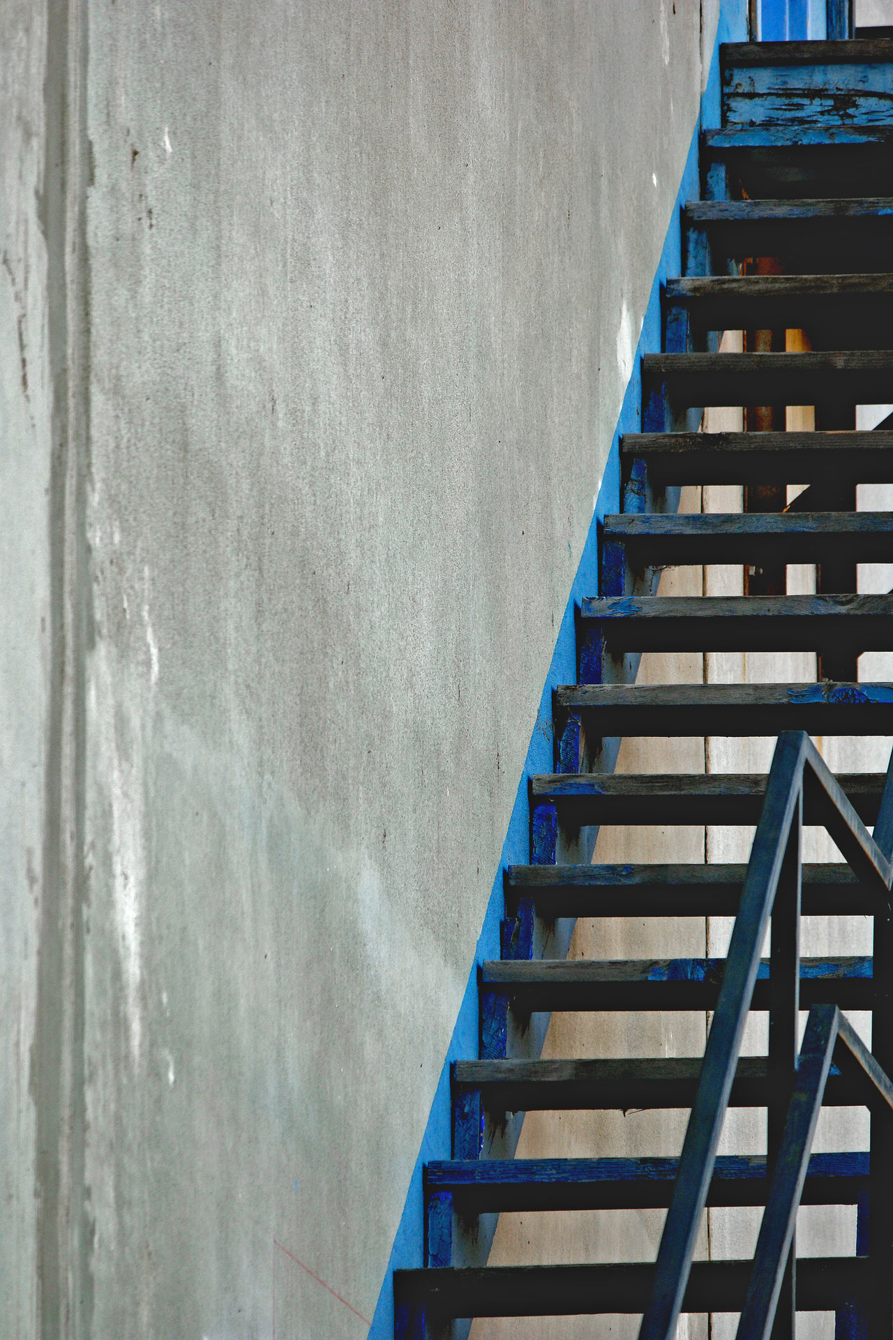 Steps Staircase Steps And StaircasesStairways Stairs_collection Stairway Concrete Wall Concrete Stair Going Up Staircases No People Stairway To Heaven Door Blue Stairs Steps Wall Concrete Jungle Factory Industry Angles And Lines Architecture Close-up Railing Stairs