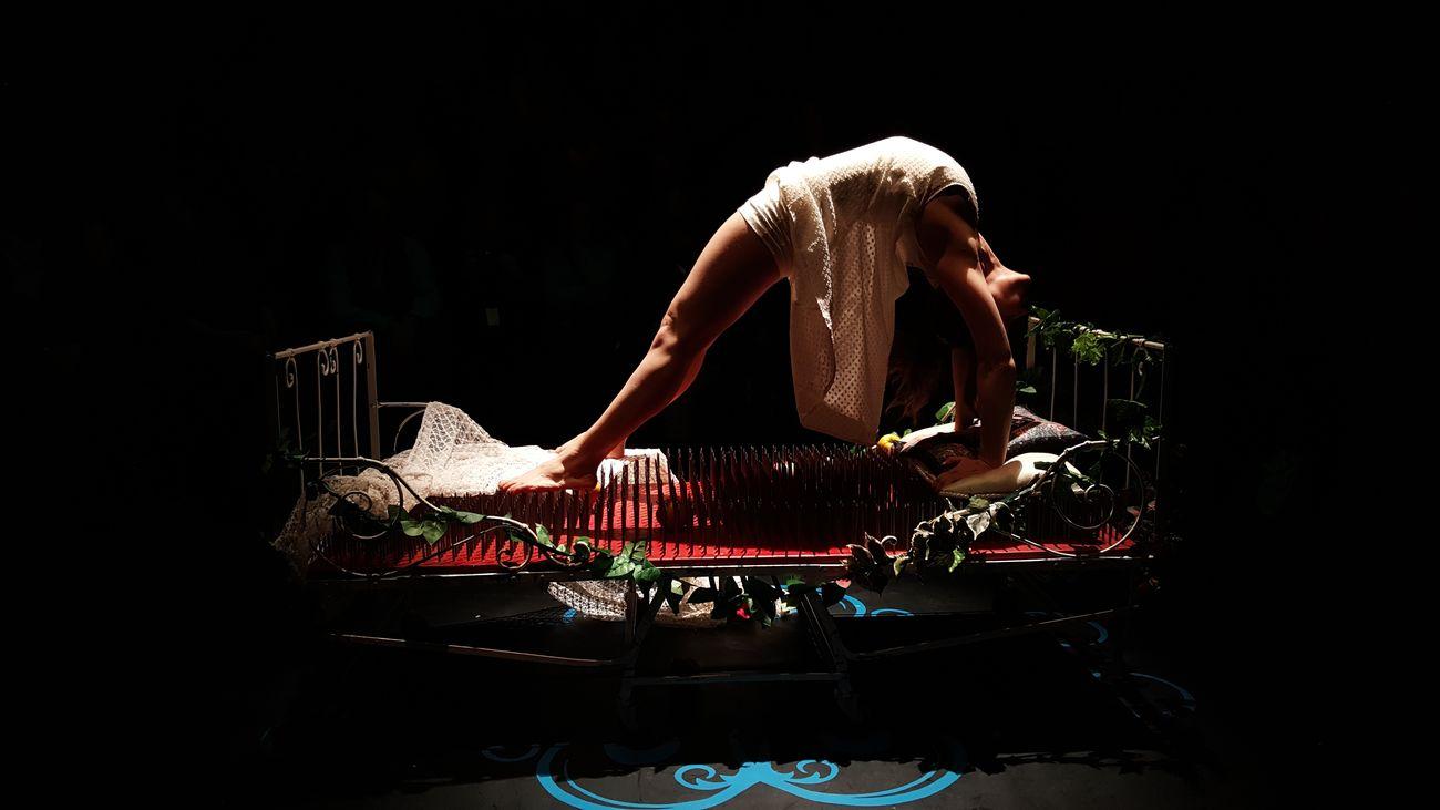 Les princesses Teather Theatre Circus Bed Bed Of Nails  Princess Darkness Cirque Belgium Tournai