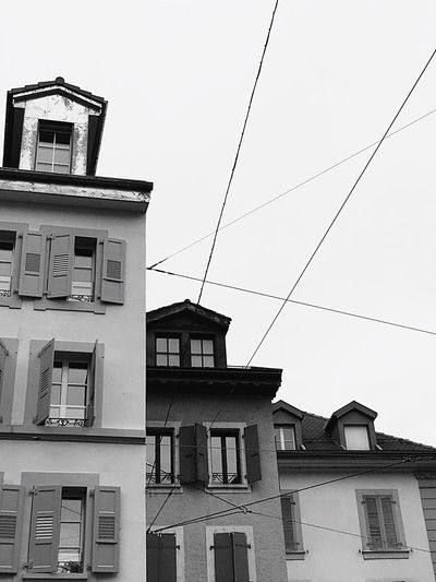 Building Exterior Window Residential Building Cable No People Day Outdoors Blanc Et Noir Noir Et Blanc Black And White Stonegraphix Built Structure Low Angle View Dalton Houses Lignes Fuyantes The Architect - 2017 EyeEm Awards Rainy Days The Street Photographer - 2017 EyeEm Awards Domino Tetris Cables
