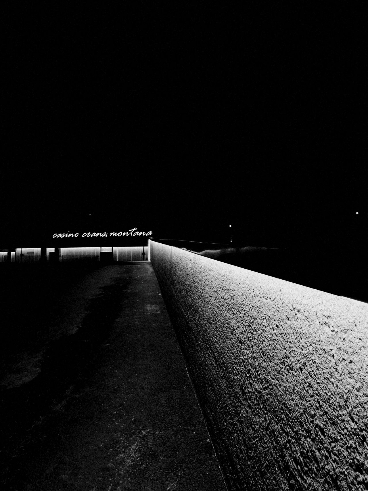 Walking around the city, looking for my christmas spirit No People Night Scenics HuaweiP9 Leica Lens Christmas Night Shot Optics Nightlife Nightclub Cold Night City Alps Adapted To The City