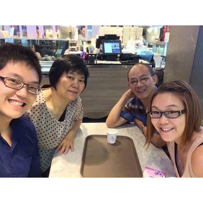 A Selfie with my family on my Birthday hahaha a rare moment! @stungxo