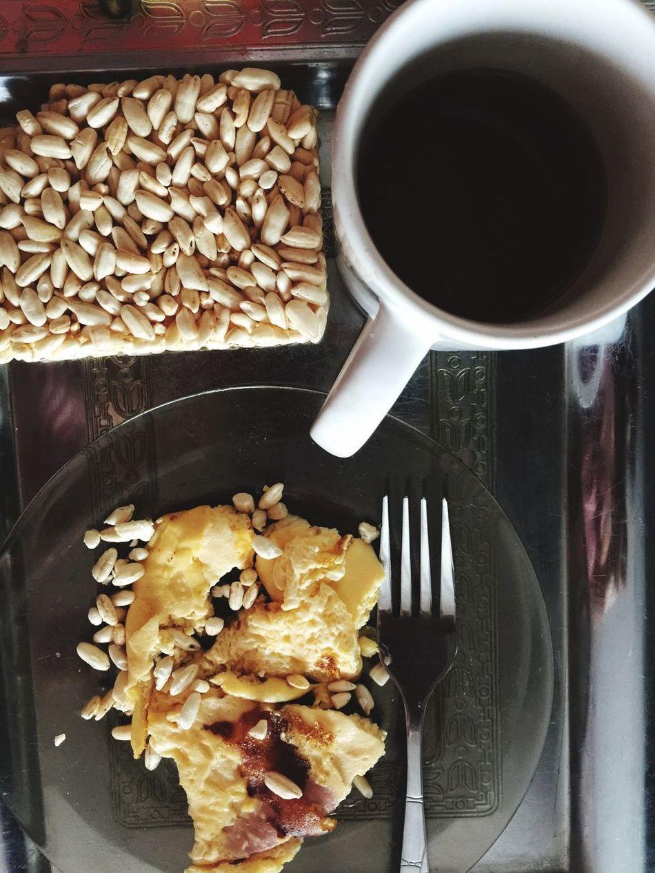 11.10-думаю,что обедозавтрак это. Яйцо с молоком с 1 колбасой, воздушный рис(106 кк), 5 золотых колец с солью🙄😋😋😋 пп