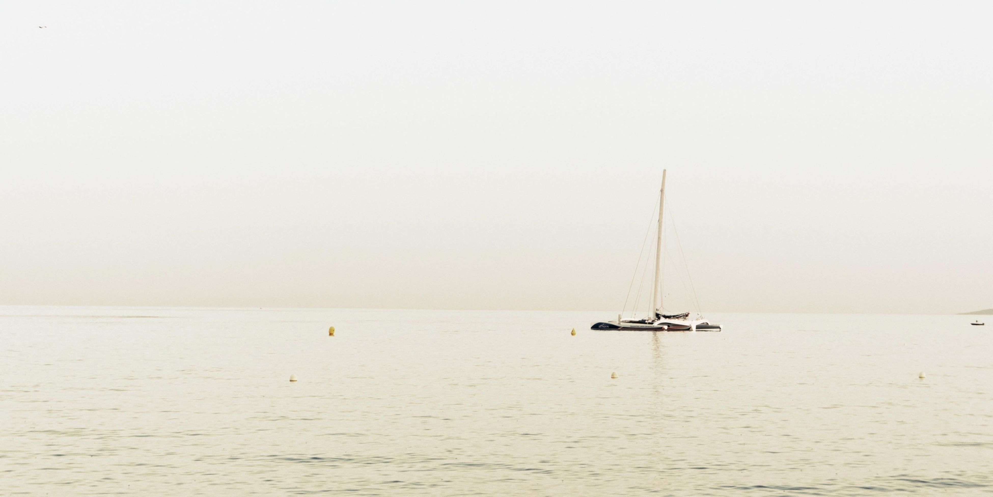 sea, horizon over water, water, copy space, clear sky, nautical vessel, tranquil scene, tranquility, scenics, waterfront, boat, beauty in nature, transportation, nature, mode of transport, beach, seascape, idyllic, rippled, calm