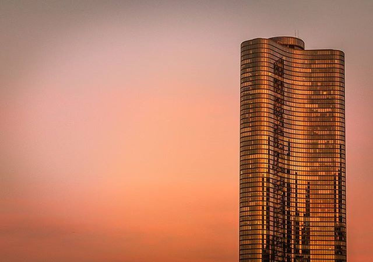 Golden hour at Lake Point Tower. WORLD_BESTSKY Sky_captures Sky_brilliance Sky_sultans Sunset_vision Pocket_sunset Majestic_sunset_ Agameoftones Moodygrams Sky_high_architecture Loves_architecture Jj_architecture Architecturewatch Rsa_architecture Archilovers Tv_buildings Chiarchitecture Archimasters Architecturegram Instaarchitecture Goldenhour Likechicago Mychicagopix Igerschicago Chicity_shots flippinchi artofchi insta_Chicago chicagoprimeshots choosechicago