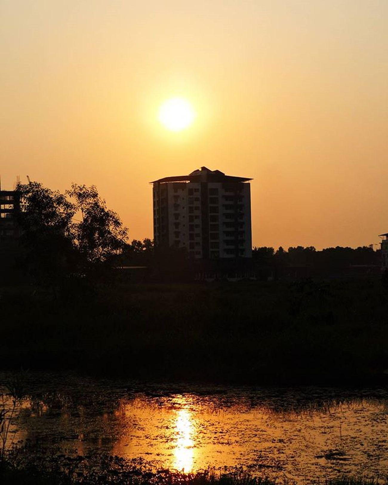 Kottayam ✌ my click Eveningclick PhotographyLove Picoftheday Photography Eve Sun Sunset Reflection Town City Water Kottayam Nikon Instagraphy Instalove Instaeve