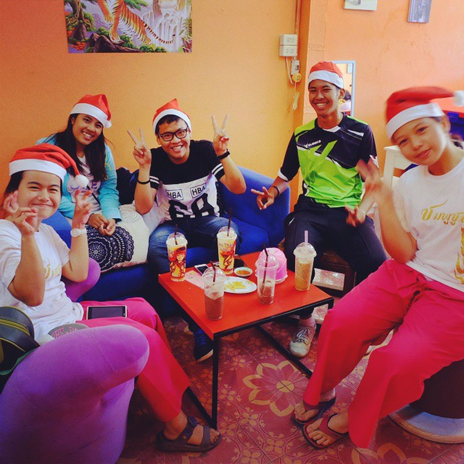 Merry Christmas !! Catcha laterrrr byee *big hug* Lateforchristmas Yasothon Withmykids MerryChristmas Backtoschool Happynewyear2015