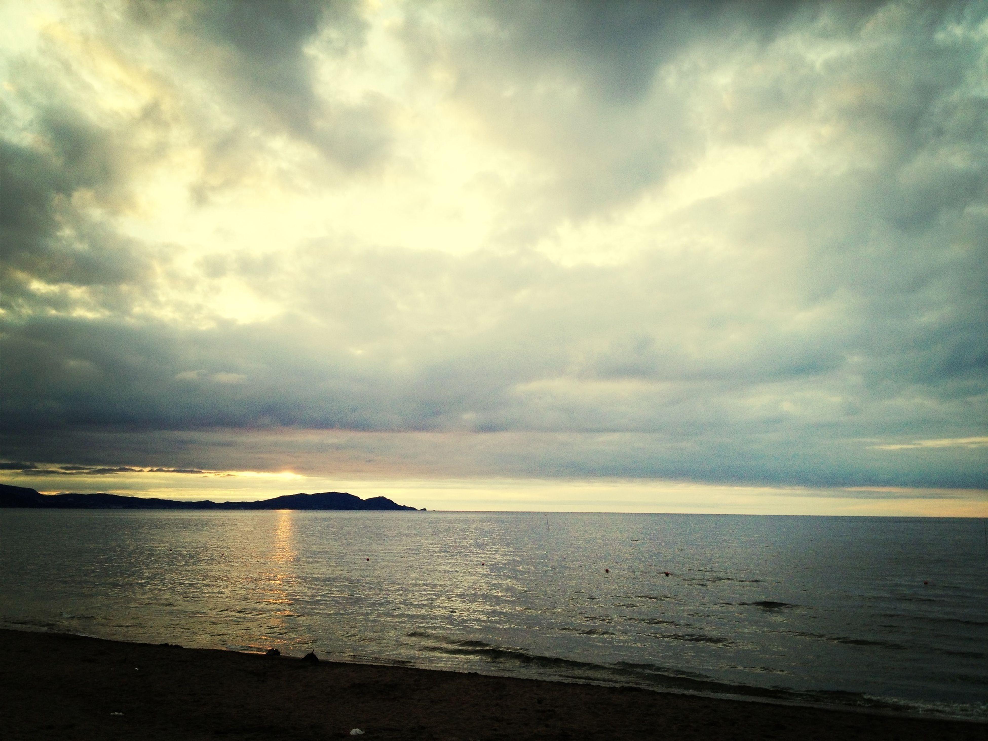 sea, horizon over water, water, sky, tranquil scene, scenics, beach, tranquility, beauty in nature, cloud - sky, shore, nature, cloudy, idyllic, cloud, sunset, seascape, calm, coastline, dusk