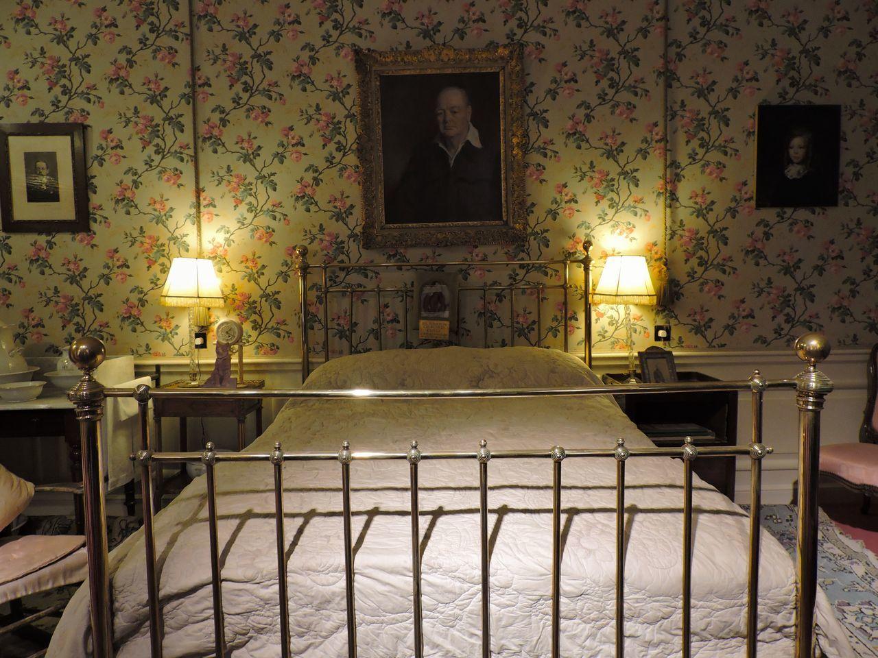 Bedroom Built Structure History Illuminated Indoors  Light And Shadow No People Room Decor Winston Churchill Blenheimpalace Lighting