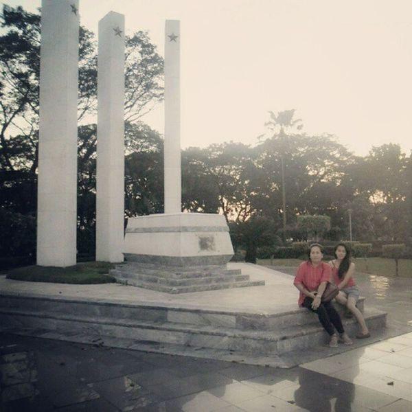 Nung Rizal Day, Binisita namn ang Libingan Ng Mga Bayani. ;-) WithMama Heroesday