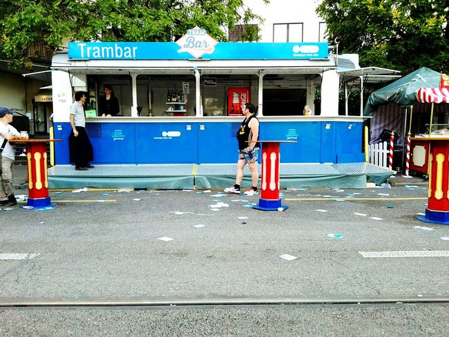 Tram Bar Blau Weiss Zürich Waiting Frontal Shot Food Wagon Scenery Shots Zürifäscht 2016 Impressions