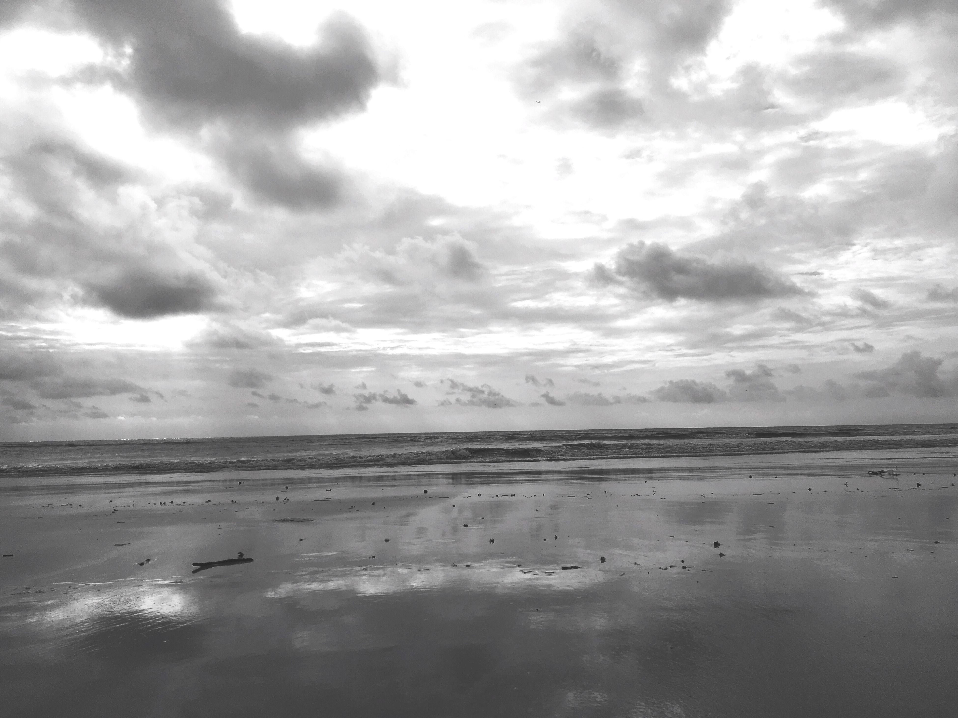 horizon over water, sea, water, beach, tranquil scene, tranquility, scenics, calm, sky, shore, ocean, beauty in nature, idyllic, cloud, cloudy, cloud - sky, coastline, seascape, nature, majestic, remote, cloudscape, vacations, waterfront, no people, non-urban scene, dramatic sky, solitude