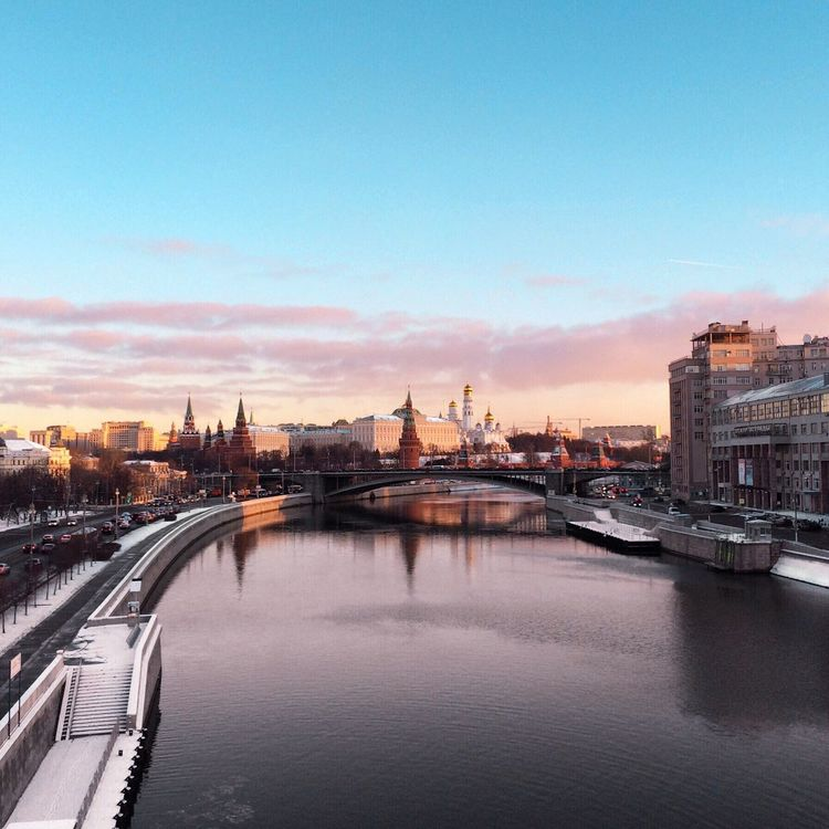 Немного зима ☄ Architecture City River Building Exterior Built Structure Cityscape Sky Water Bridge - Man Made Structure Travel Destinations Waterfront No People Outdoors Skyscraper Day Connection Moscow Taking Photos Russia Streetphotography Architecture City