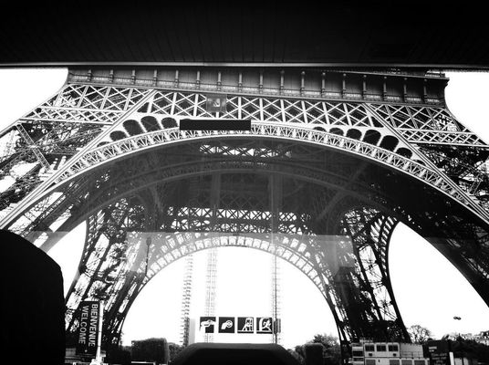 Sightseeing at Tour Eiffel by Cédric Sorel