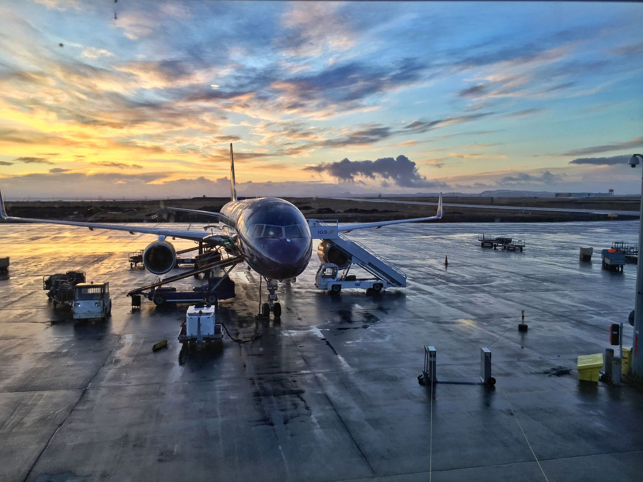 Sunrise Good Morning Airport Waiting On My Way Home Clouds And Sky Iceland116 Iceland_collection Plane