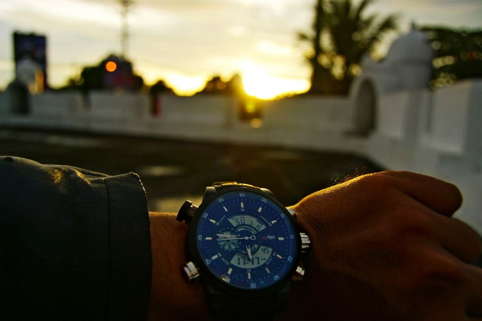 Didn't late for sunset....😸😸😸 Time Watch Human Hand Sky Urbanphotography City Urban Sunset Sunsetlover Wanderlust Sunsetporn Sunset Rei Adapted To The City EyeEmNewHere