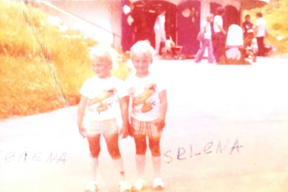 Real People Day Vacations Vintage Photo Twin Sisters Old-fashioned Oldpicture