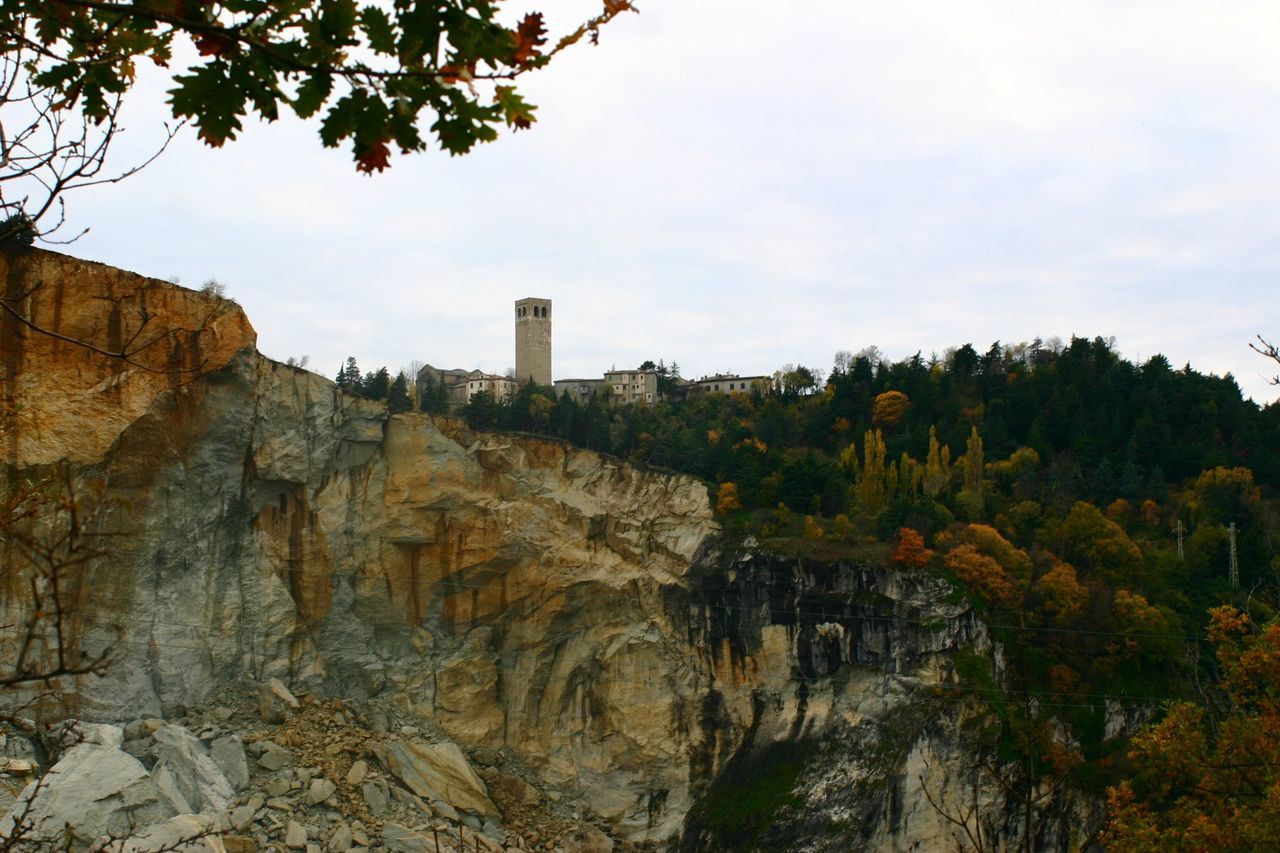 nature, tree, sky, outdoors, no people, day, architecture, beauty in nature, cliff, scenics