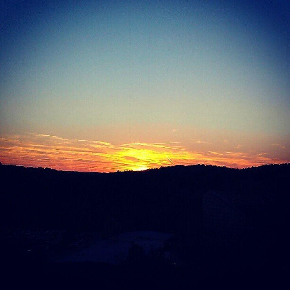 So pretty on the ferris Wheel at six flags Sixflags Sun Sunset Instagtamhub loveskycloudsMatuteoutsidepretty