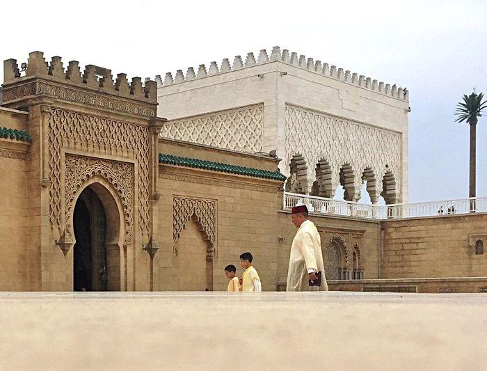To the mosque Mosque Prayer Traditional Clothing Children Architecture Eid Mubarak Eidelfitr Andalous Architechture Djellaba