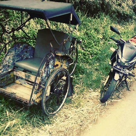 Kendaraan masa lalu & masa kini.. Masa yang akan datang ?? . Becak Motor Kendaraan Antik Kenangan