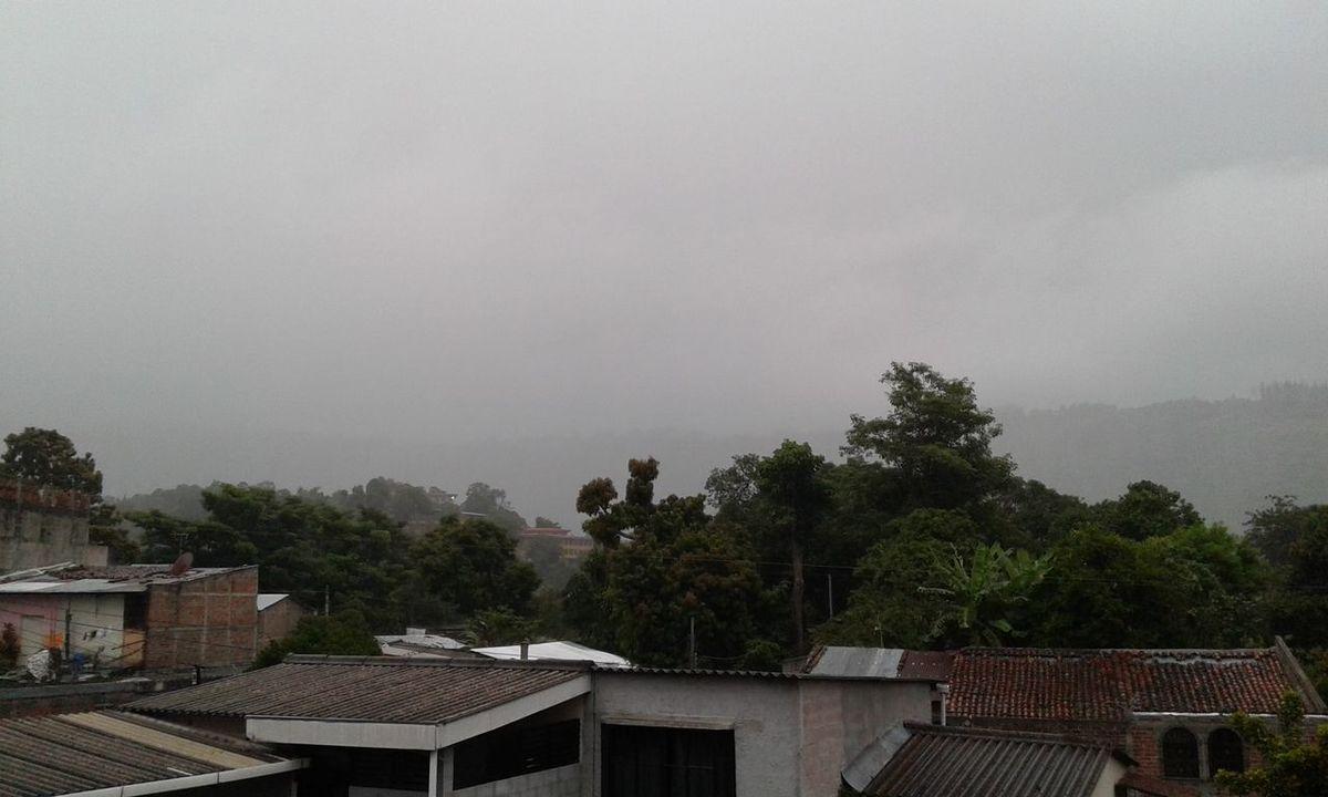 Neblina Humilde Lluvia Tarde  Hermoso Paisaje