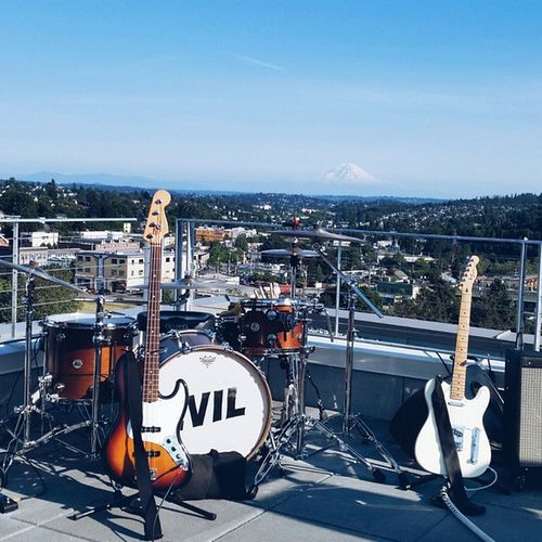 This view 😍 Rooftop party to benefit the Washington Hall restoration campaign 😊 || with @j_a_anderson Seattle SeattleLife Mtrainier Presummer rooftop liveyouranthem