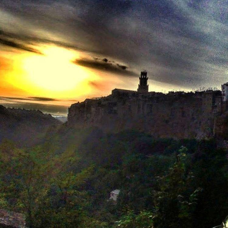 Sunsetdrive Sunset Pitigliano Castle Beautiful Travel Explore Venividivici Love Remember Italy Italianadventure