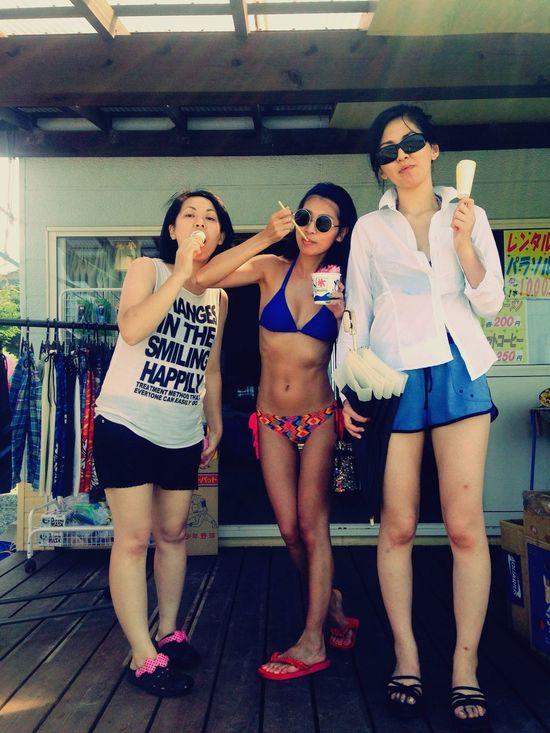 Enjoying The Sun Sea Sunshine Swimming Relaxing Summer 2015 Japanese Girl 悪友と海!
