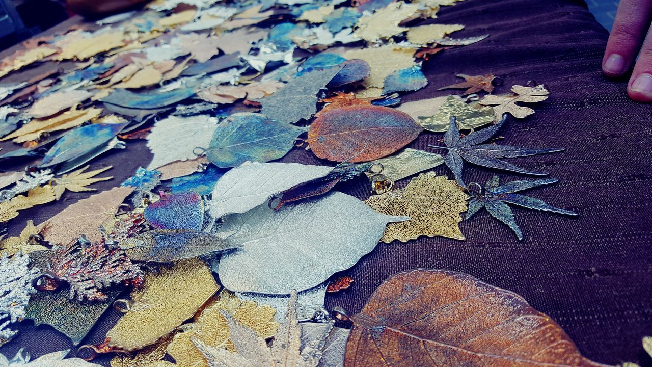Beauty In Nature Leaves Metal Leaves Metalic Metaliccolors Metalic Art Metalic Leaves Metalic Jewelry Colours Market Market Stall Low Angle View Beautiful Full Frame Beauty In Nature Cool Lieblingsteil Break The Mold Art Is Everywhere