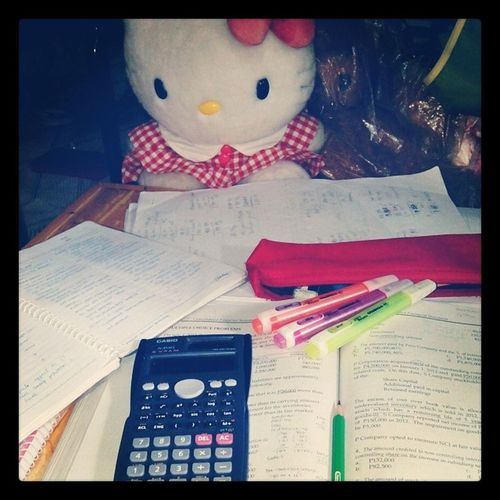 """Kitty-kitty says, """"Your table is so messy, meow!"""" Haha SecondWave Hellokitty Review Tuesdate Messy"""