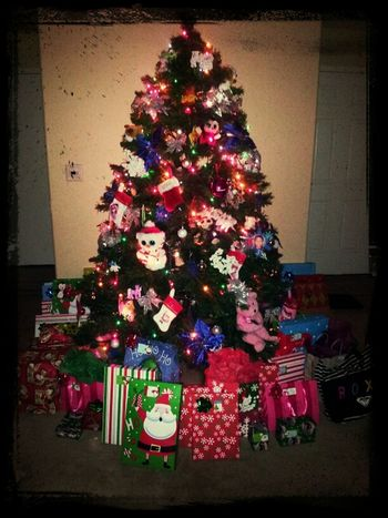 Kids are so anxious to open gifts.. Merry Christmas Eve family & friends:)