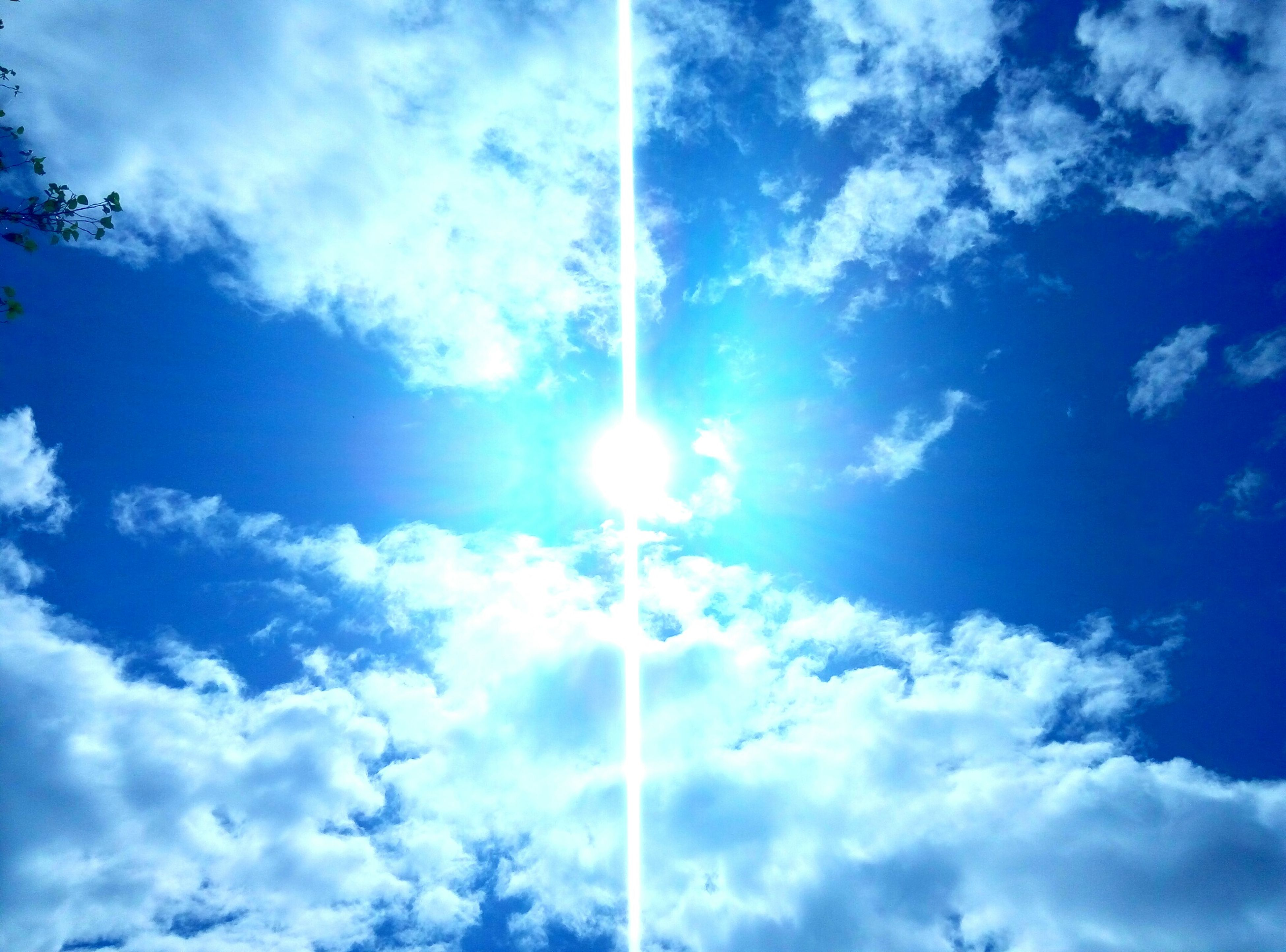 low angle view, sun, sunbeam, sky, blue, cloud - sky, sunlight, lens flare, beauty in nature, nature, tranquility, cloud, sky only, scenics, bright, sunny, tranquil scene, day, cloudy, vapor trail
