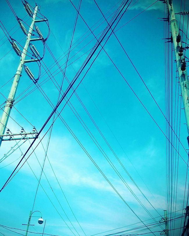 interlaced 🙊🙈🙉 Wires Sky Reality EyeEm Selects EyeEmNewHere Lost In The Landscape Eyeem Philippines