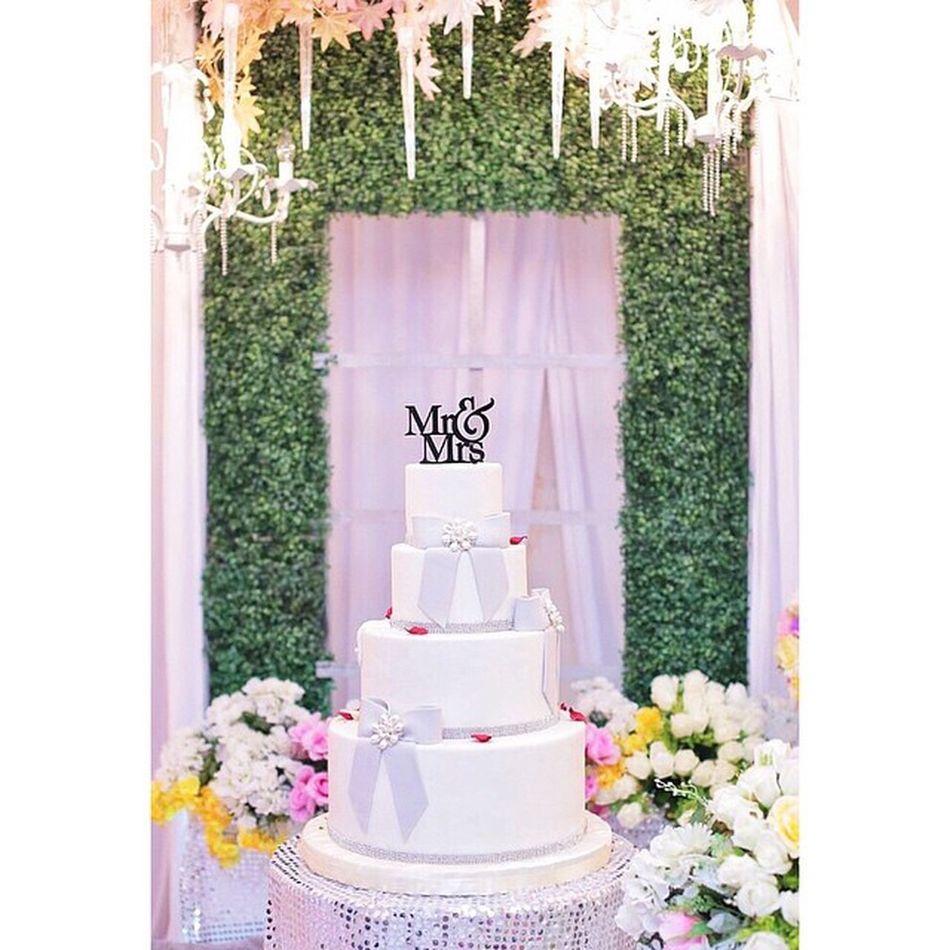 Liveupdate The Reception Ain+Amir Wedding Weddingphoto Cake canongang foodporn foodie photowedding weddingphotographer