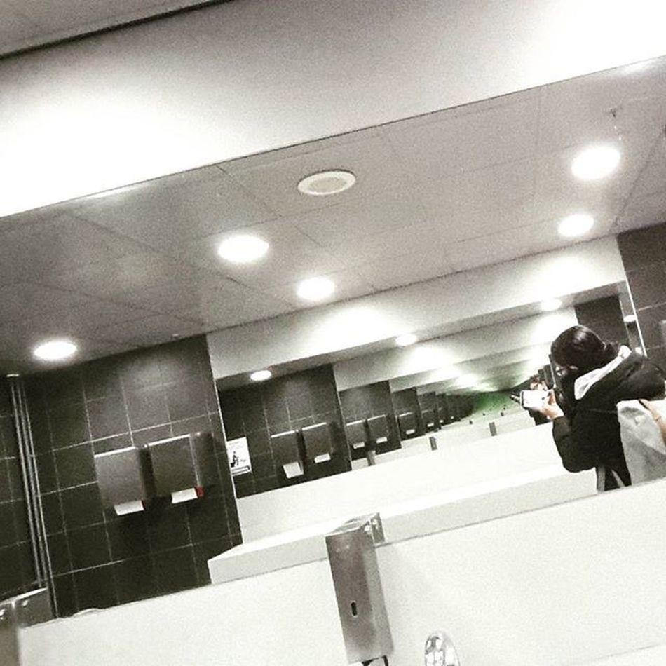 Mirror Mirror on the Wall.... Repeat Mirror Mirrorshot Streetdreamsmag Seetrough Photografi Shoot2kill Nofilter PhonePhotography Justgoshoot Wall Herschel Me Yngkillers CreateExplore Perfectreality Photography PicturePerfect Lights
