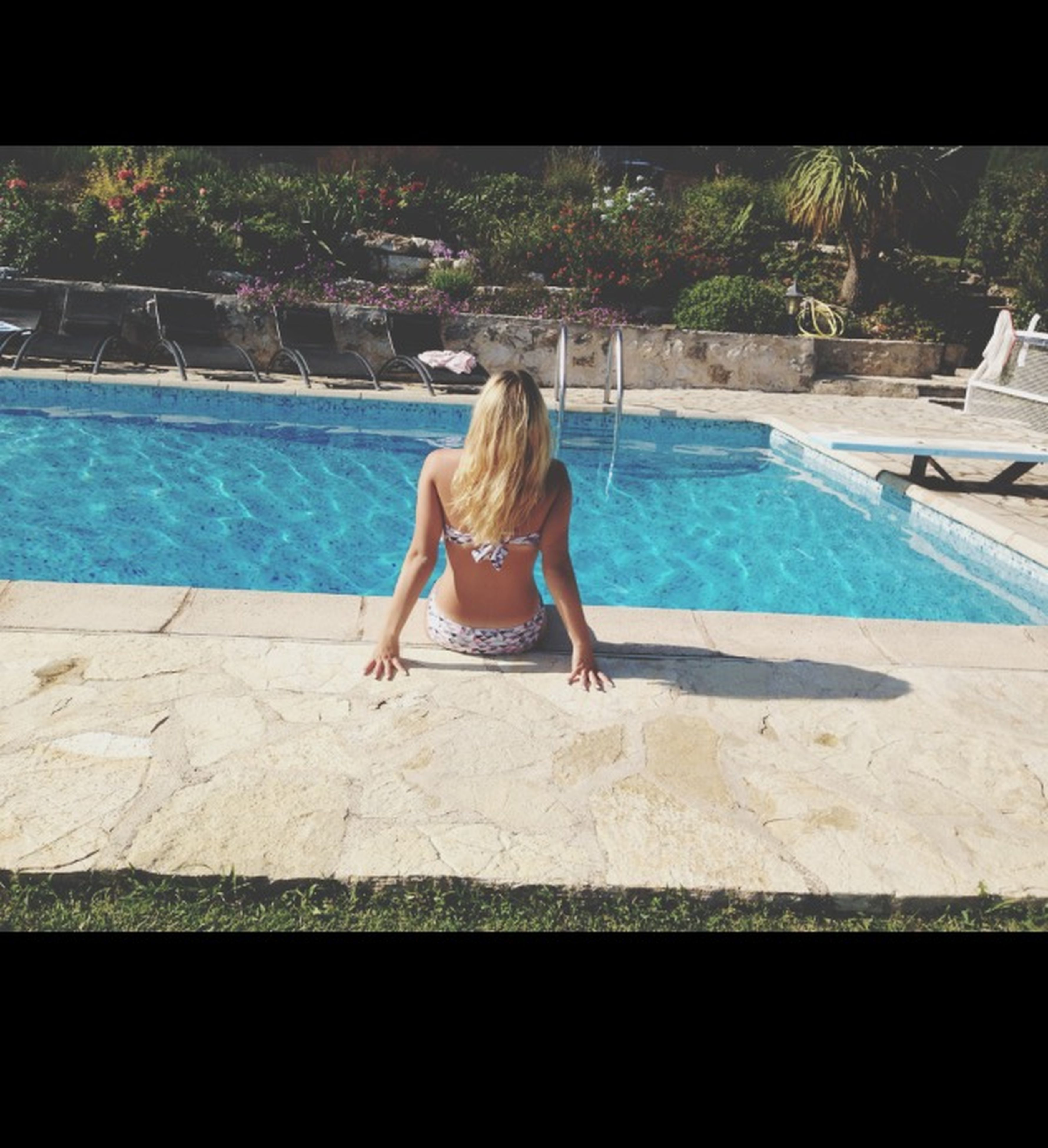full length, lifestyles, water, leisure activity, casual clothing, young adult, rear view, young women, person, standing, swimming pool, built structure, relaxation, day, sitting, architecture, barefoot