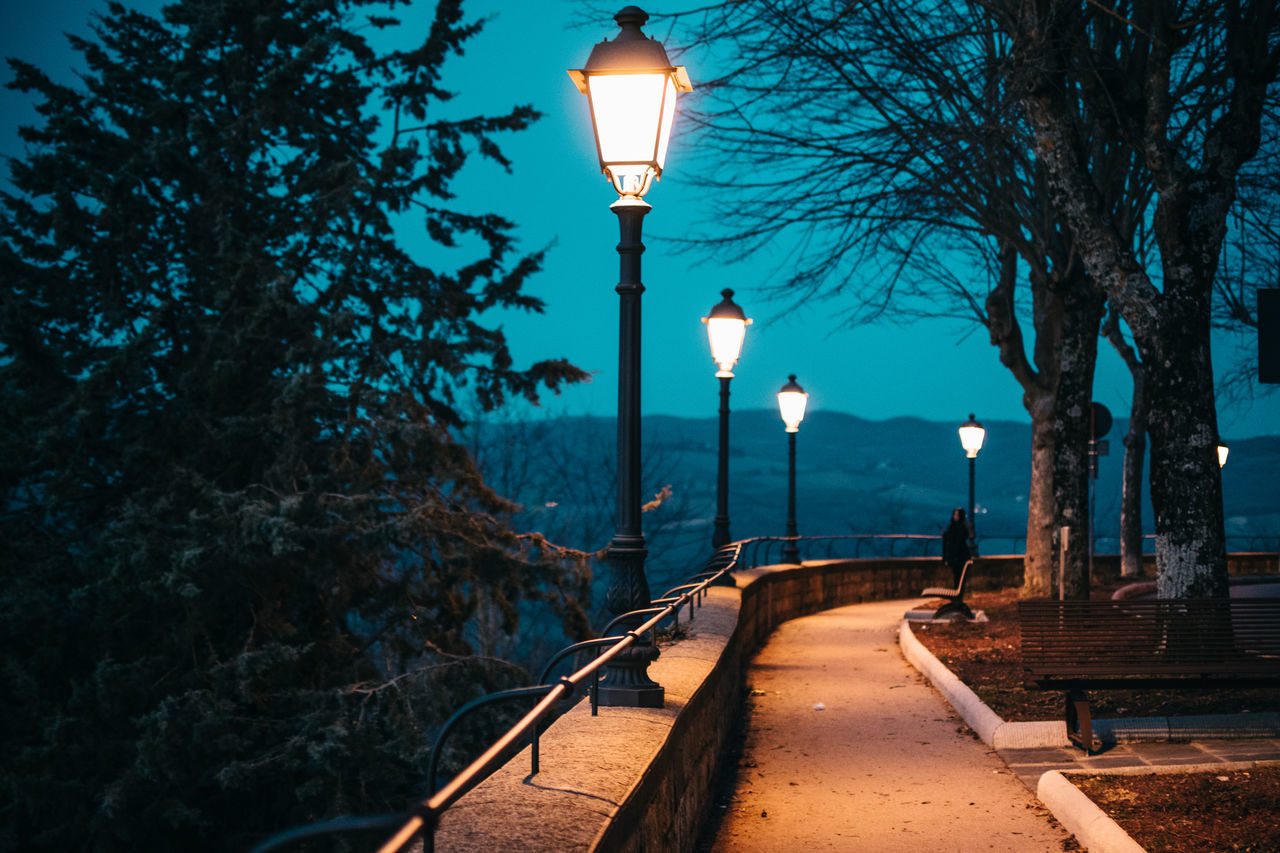 Amazing Beauty In Nature Bestoftheday Betterlandscapes Blue Dream Illuminated Italy Lamp Post Landscape Landscape_Collection Landscape_photography Mountain Nature Nature Nature Photography Nature_collection Night Outdoors Sky Street Light Travel Travel Destinations Tree Tuscany