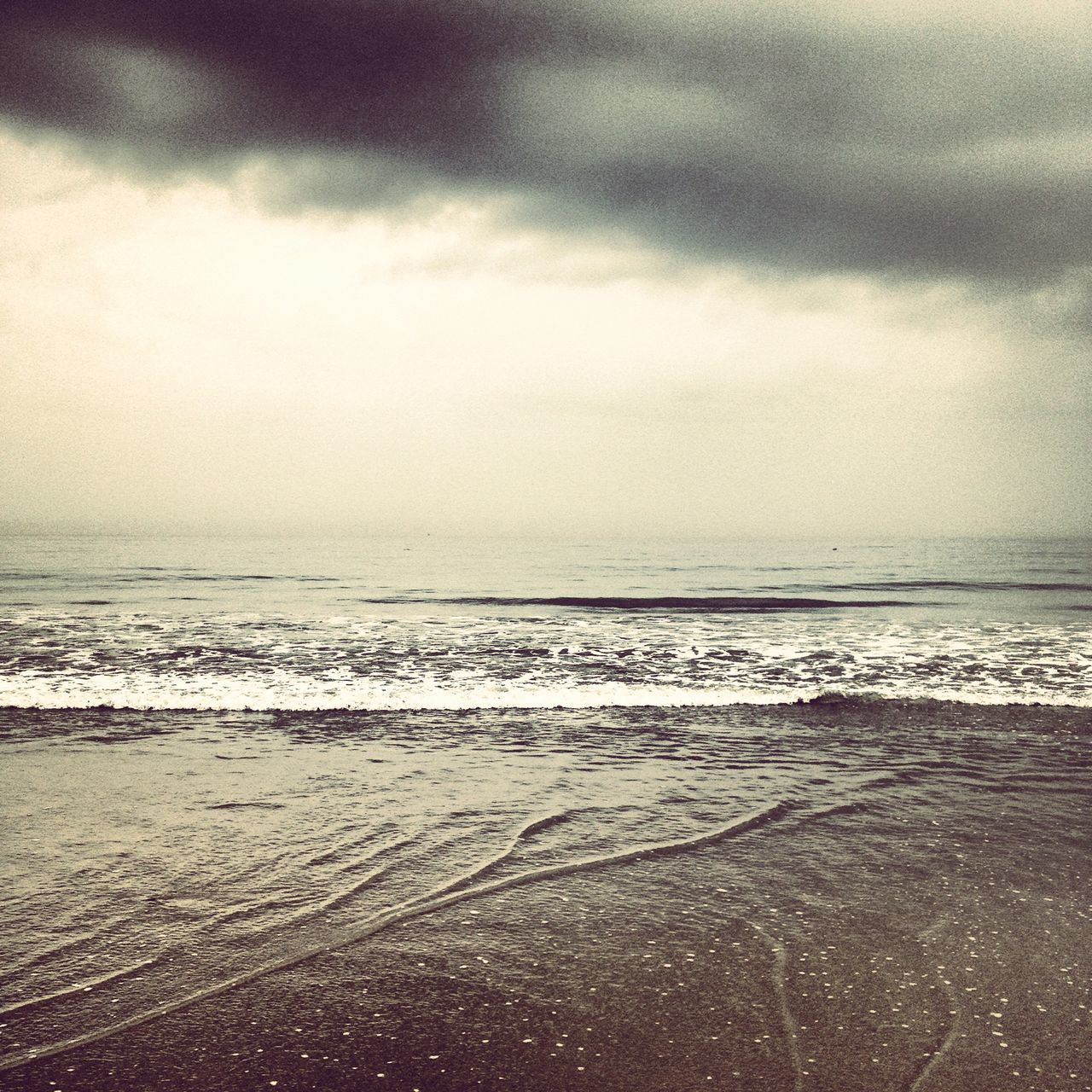 sea, wave, water, beach, horizon over water, scenics, beauty in nature, sky, tranquility, nature, no people, tranquil scene, cloud - sky, tide, sand, outdoors, day