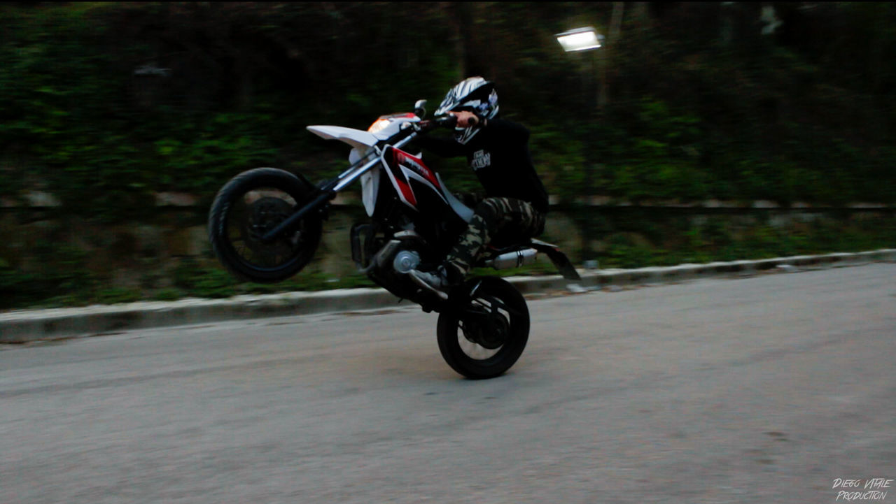 Cavallo Cycling Darkness And Light Extreme Sports Men Motocicleta Motocross Motorbike Motorcycle Motores One Person Riders RISK