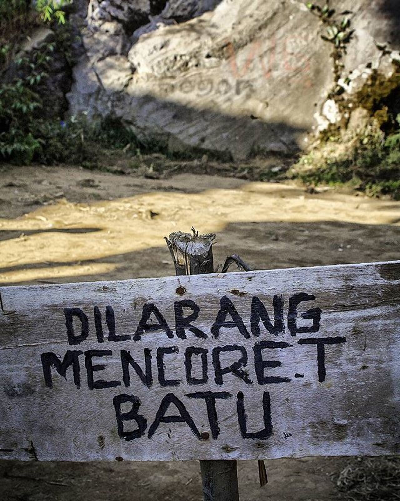 "False Existence. Some people was painting the rock near the ""don't paint the rock"" sign. Somehow I believe this is not painted by cave men thousands year ago, but maybe I'm wrong. Kompasnusantara Travelphotography Travelstagram Indonesiantraveler Dieng Ig_indonesia Natgeoindonesia Visitindonesia Exploreindonesia Geonusantara Travelstagram Adventuregram Nature Catatanbackpacker Instanusantara Kacamatapetualang Parapenjelajah Naturlovers Found On The Roll"
