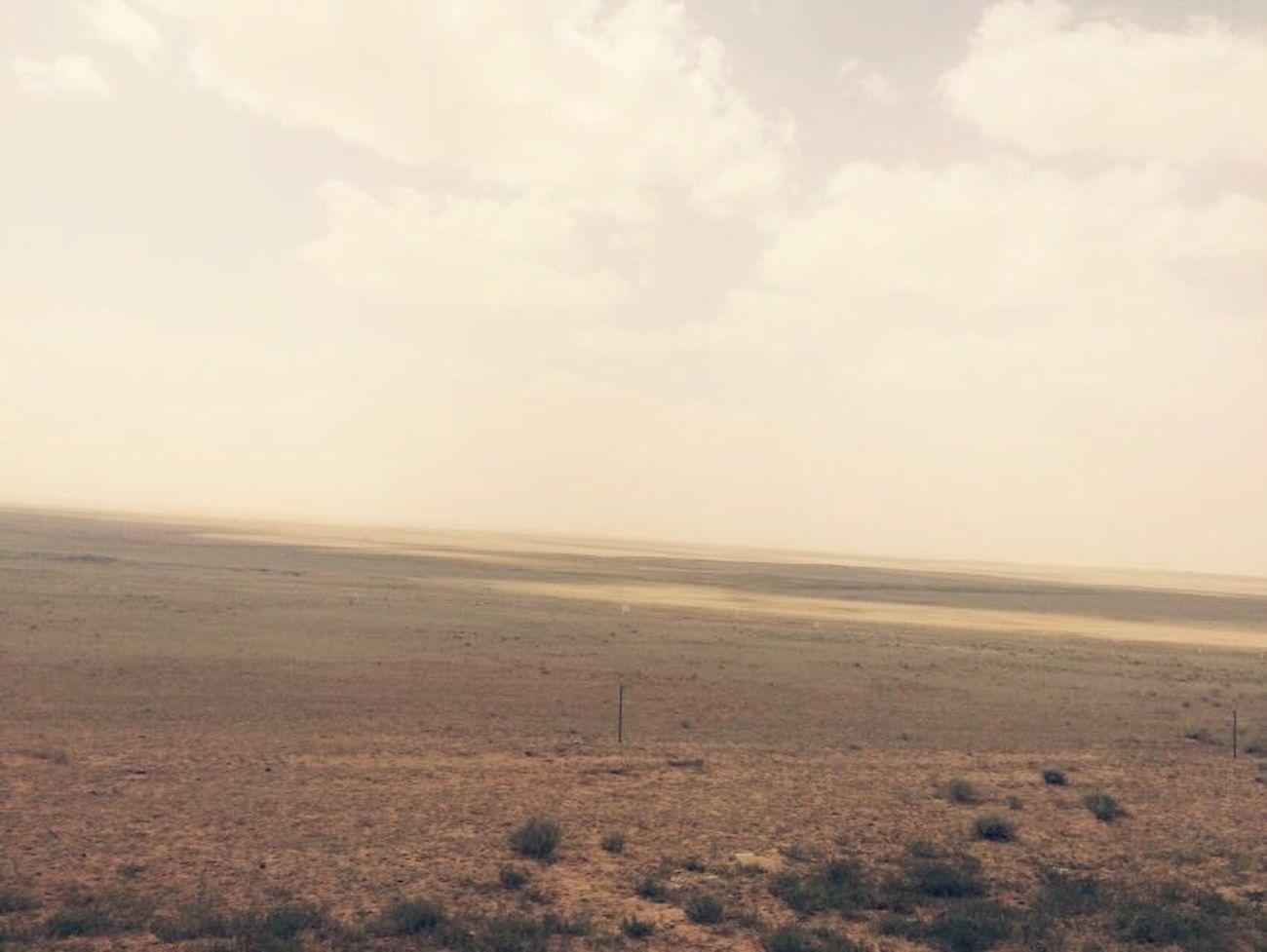 Edge Of The World 内蒙古广袤无垠的草原与天空相连。