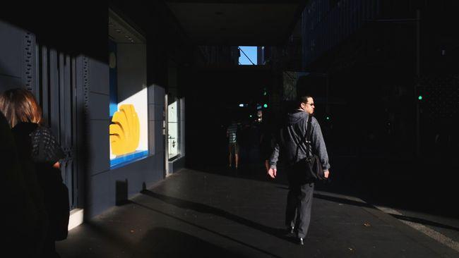 Looking Back | Everybodystreet | Streets Of Sydney | The Street Photographer - 2016 EyeEm Awards
