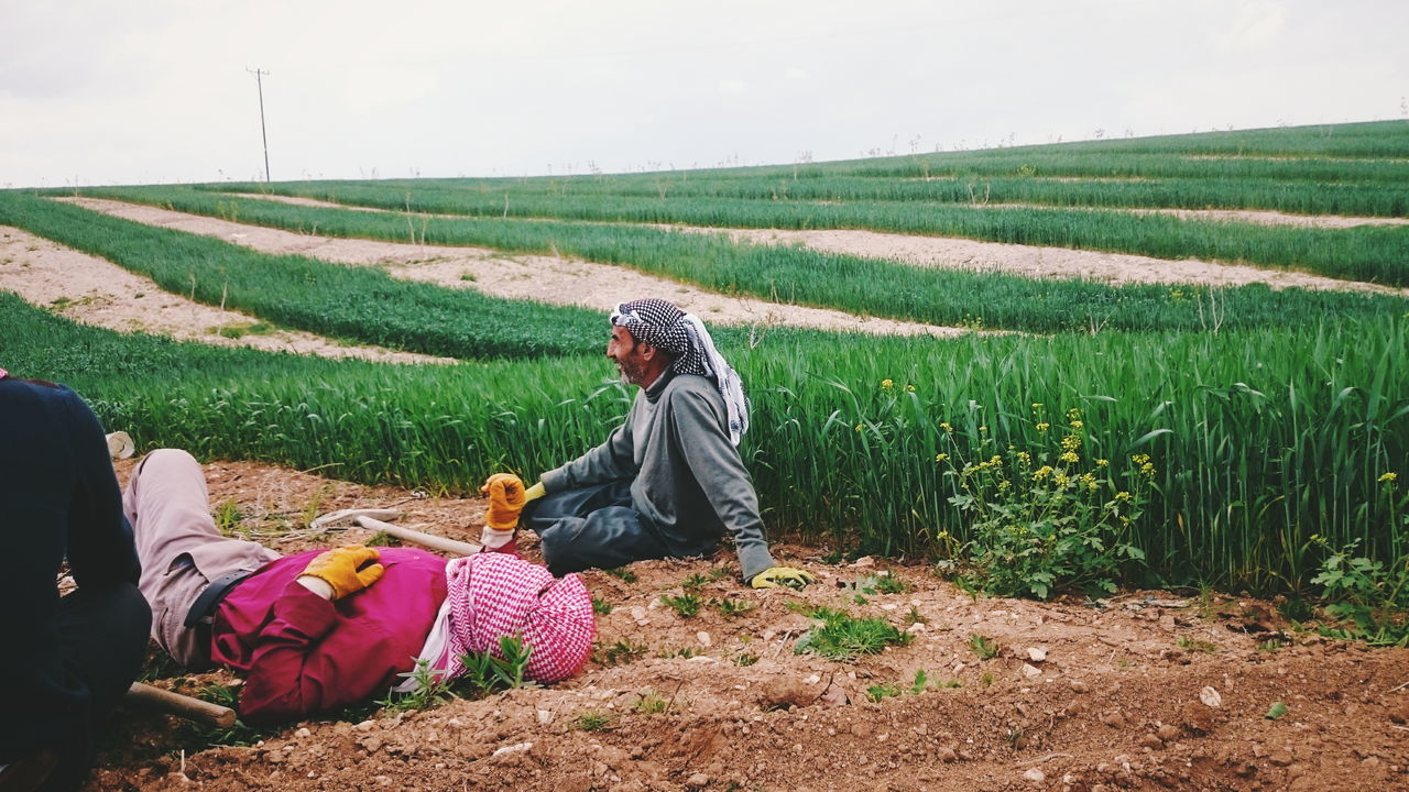 The Great Outdoors - 2016 EyeEm Awards People Working Working Hard Landscape Traveling Wheat Wheat Field VSCO Vscocam Human Condition Tired ! tired bodies Faceless