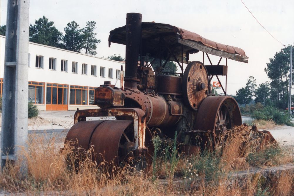I never washed my car Earth Moving Machines I Never Washed My Car Oxidable Steel Road Roller Rust Steam Road Compressor Steamroller Technological Archeology
