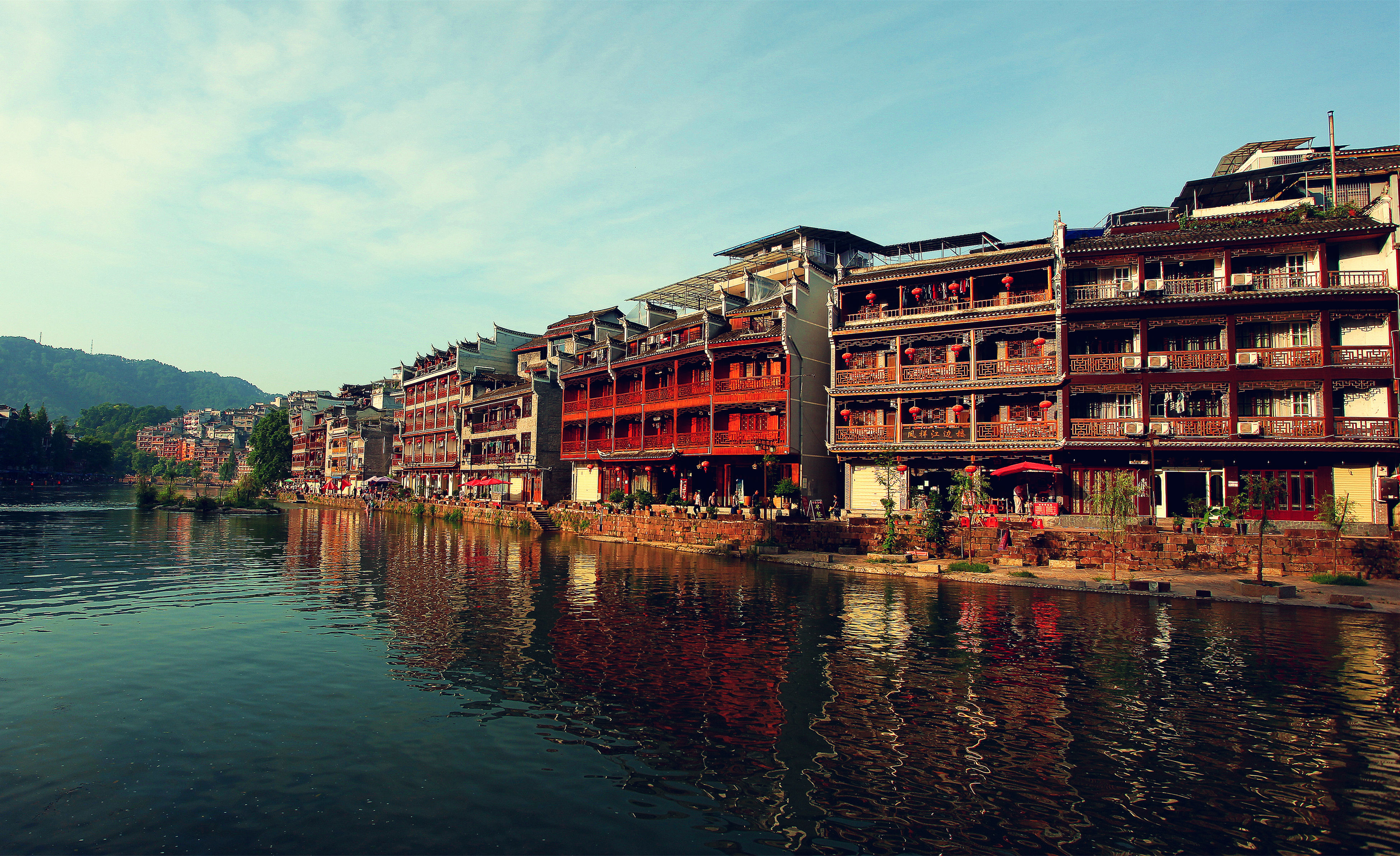 architecture, building exterior, built structure, water, waterfront, residential structure, reflection, sky, canal, residential building, river, house, city, building, residential district, outdoors, transportation, town, day, no people